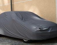 samochód pod plandeką